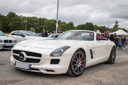 th_831533767_Mercedes_SLS_AMG_Roadster_122_106lo
