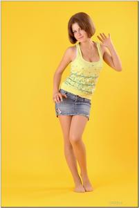 http://img191.imagevenue.com/loc419/th_278816557_tduid300163_sandrinya_model_denimmini_teenmodeling_tv_009_122_419lo.jpg