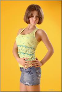 http://img191.imagevenue.com/loc57/th_279262250_tduid300163_sandrinya_model_denimmini_teenmodeling_tv_130_122_57lo.jpg